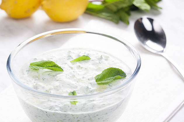 MOLHO-DE-ERVAS-E-COTTAGE 10 Receitas de Molhos Para Saladas