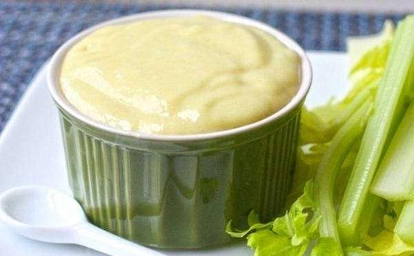 MOLHO-DE-MOSTARDA-E-MEL 10 Receitas de Molhos Para Saladas