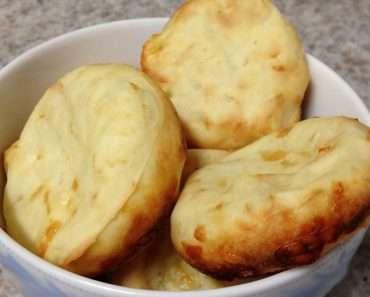 Pão de Queijo Feito com Farinha de Tapioca