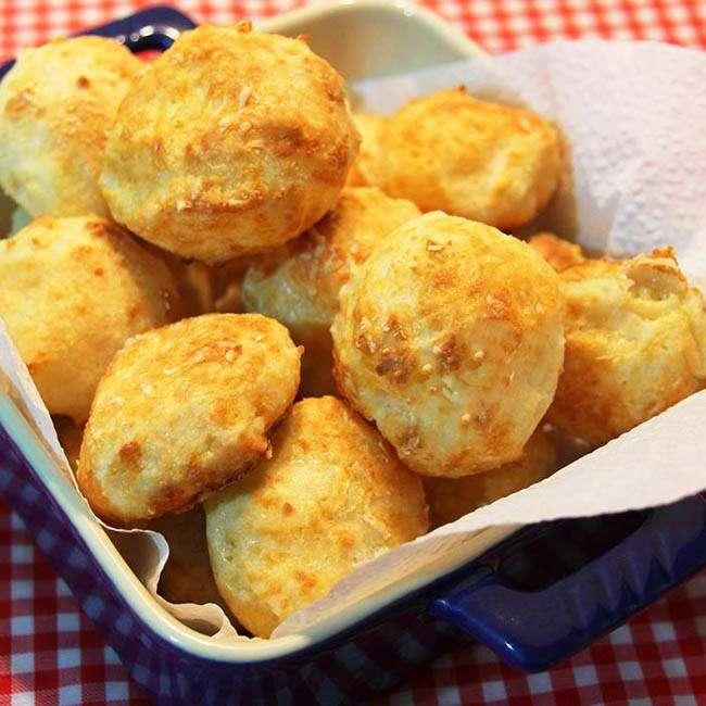 Pão-de-Queijo-Fit-Com-apenas-3-Ingredientes 15 Maneiras de Como Substituir o Pão no Café da Manhã