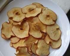Como Fazer Chips de Maçã com Canela