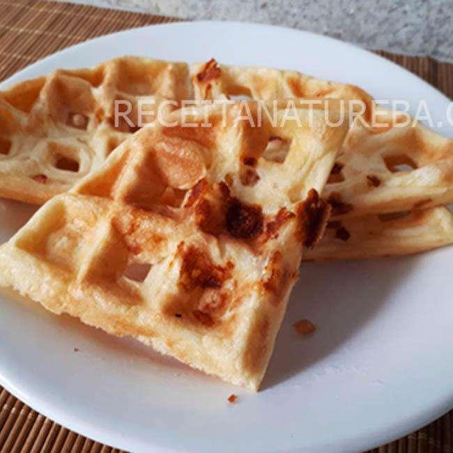 Waffle-de-Pao-de-Queijo Waffle de Pão de Queijo