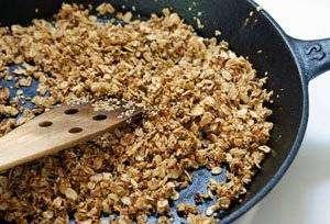Skillet-granola-2 Granola de Frigideira