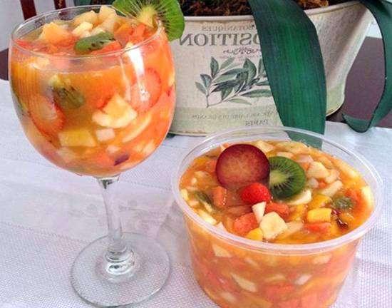 casa Salada de Frutas com Suco de Laranja