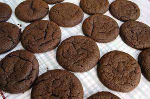 chocolate-cookies-raspberry-frosting-step3 Cookies de Chocolate Sem Farinha
