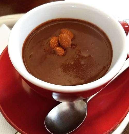 Chocolate Quente com Leite de Coco