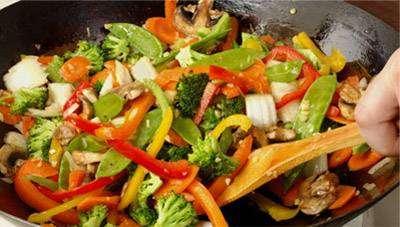 Frango com Legumes Refogado
