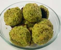 Bolinho de Frango com Brócolis