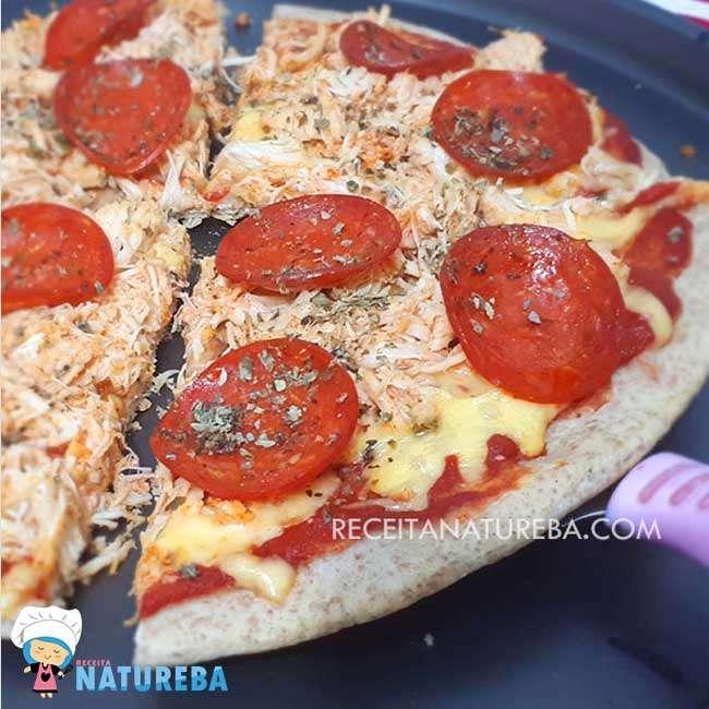 Pizza-com-Farinha-Integral8 25 Receitas de Almoço para Emagrecer