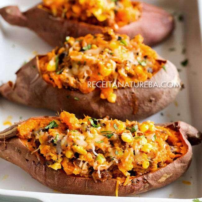 Batata-Doce-Recheada-com-Frango 25 Receitas de Almoço para Emagrecer