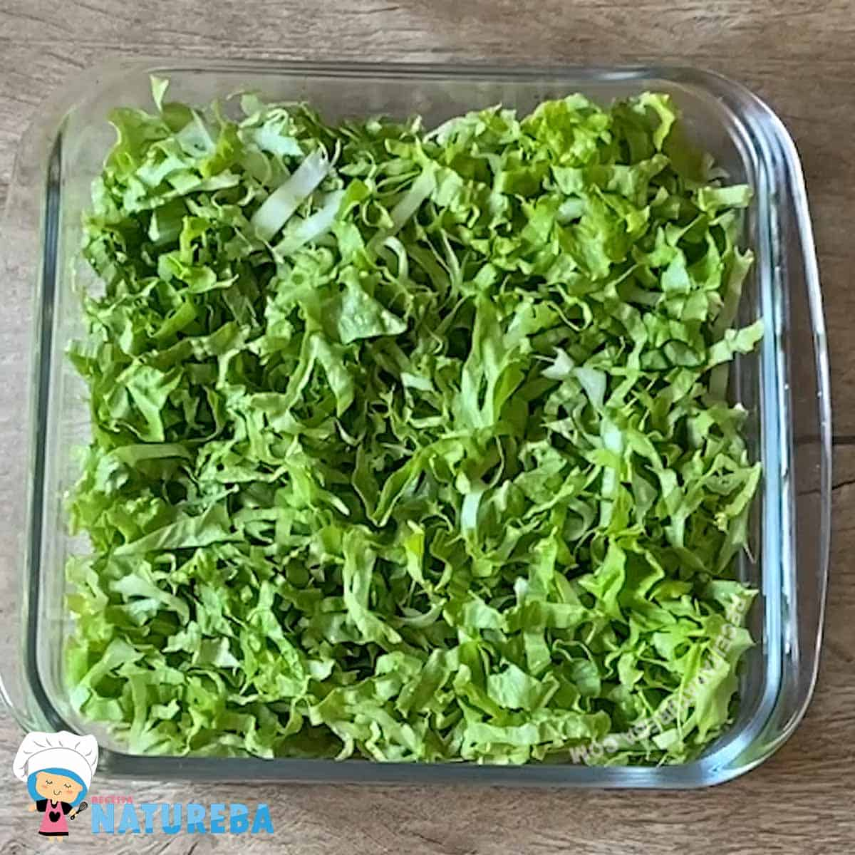 Alface-picado-dentro-de-uma-travessa-de-vidr Salada de Alface Diferente