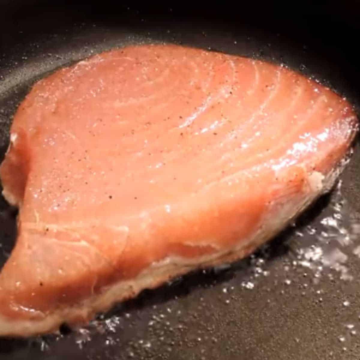 preparando-atum-selado-na-frigideira Atum Selado